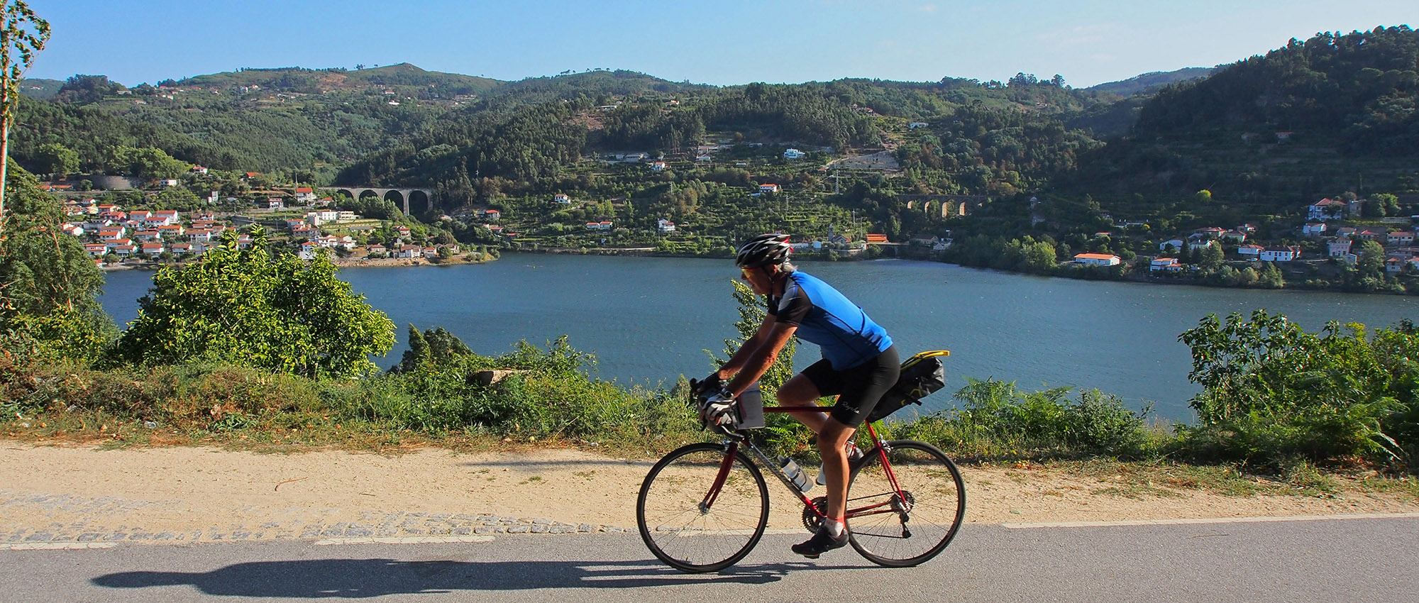 Cycling beside the Douro near Cinfães